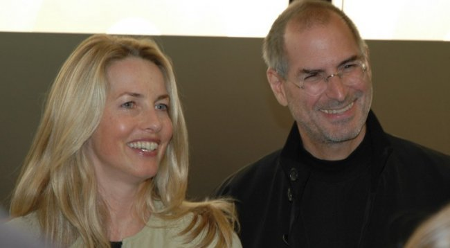 Widow of Steve jobs wants to prevent the release of the film about more review