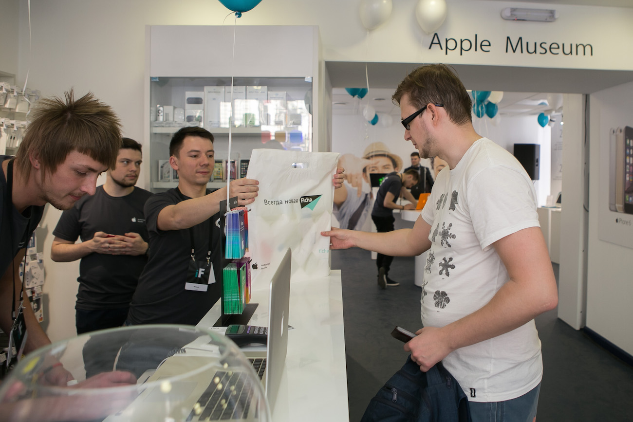 The opening of the store Ficha — the first Museum of Apple technology in St. Peterburge review