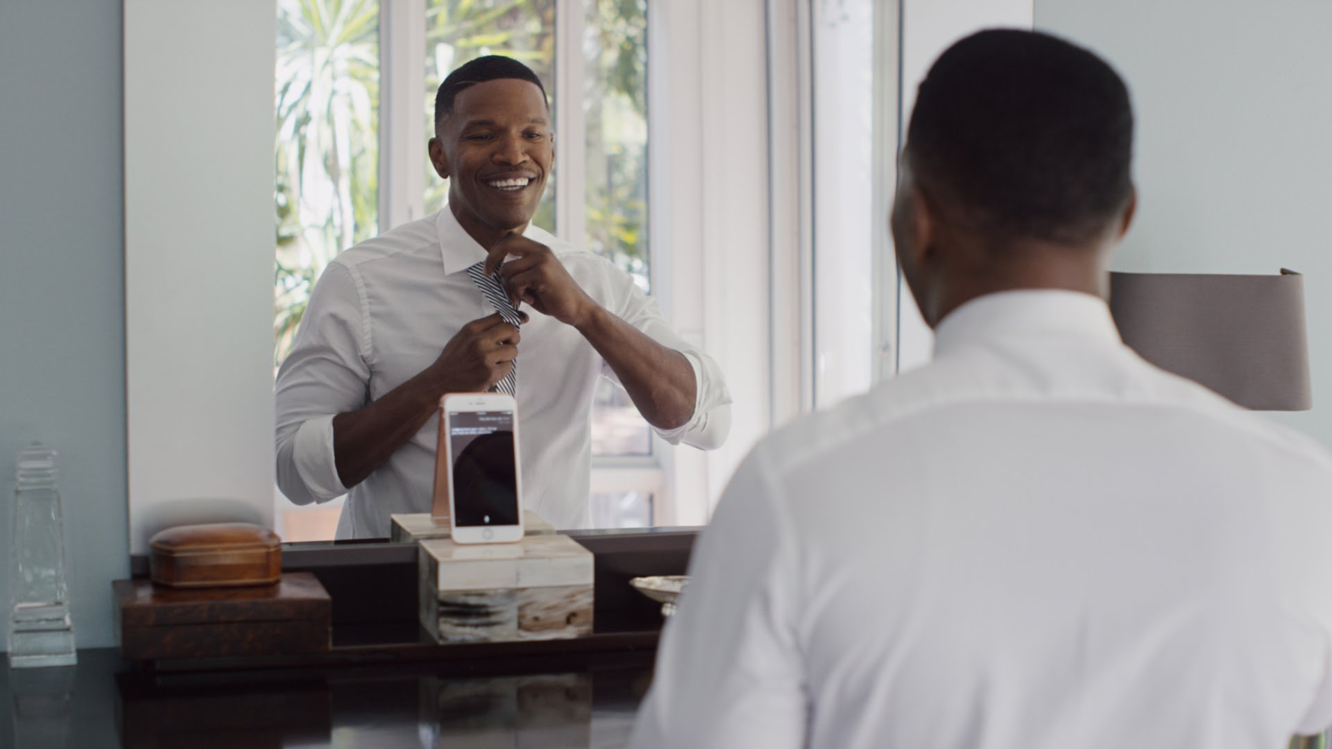 Advertising new iPhone 6s with Jamie Fox and Siri20 review