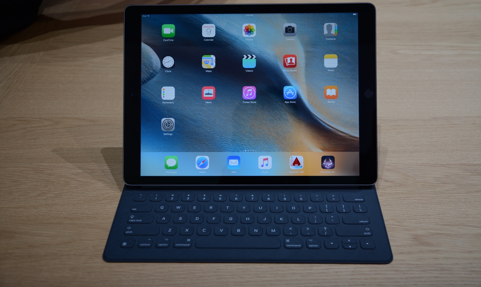 "Users complain about the ""emptiness"" of the iPad screen Pro"