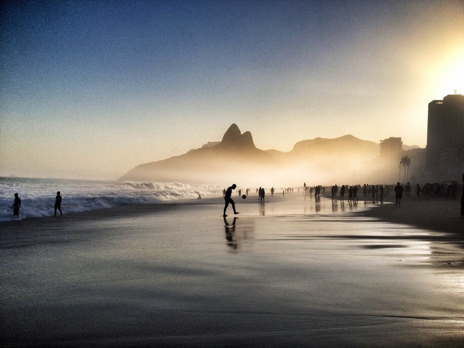 Announced the winners of the iPhone Photography Awards 2015