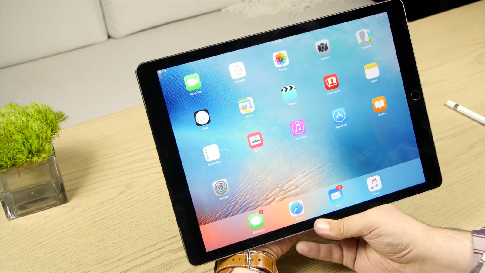 Apple kept the leadership in the tablet market with iPad Pro