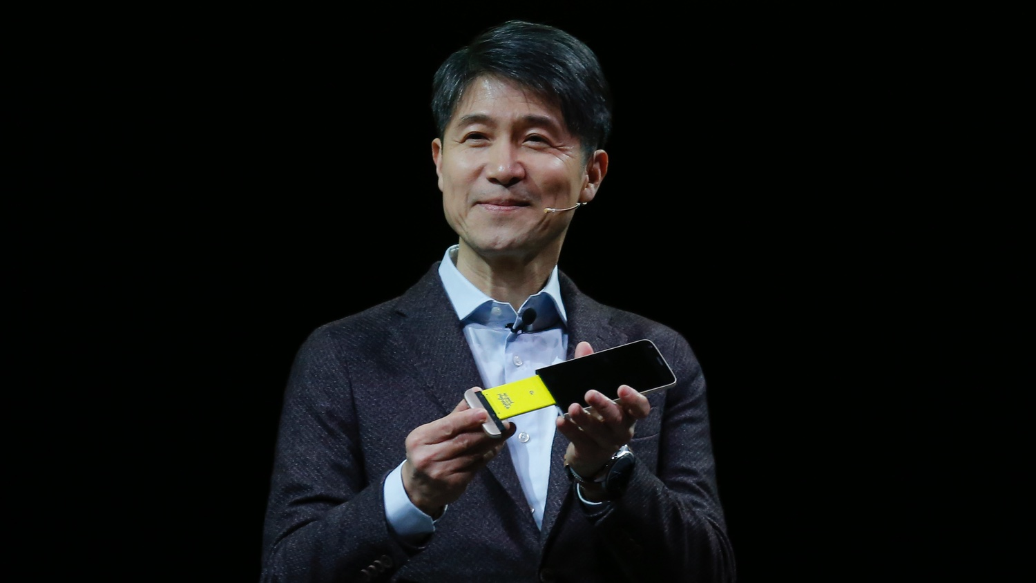 LG CEO shared his thoughts about the iPhone SE