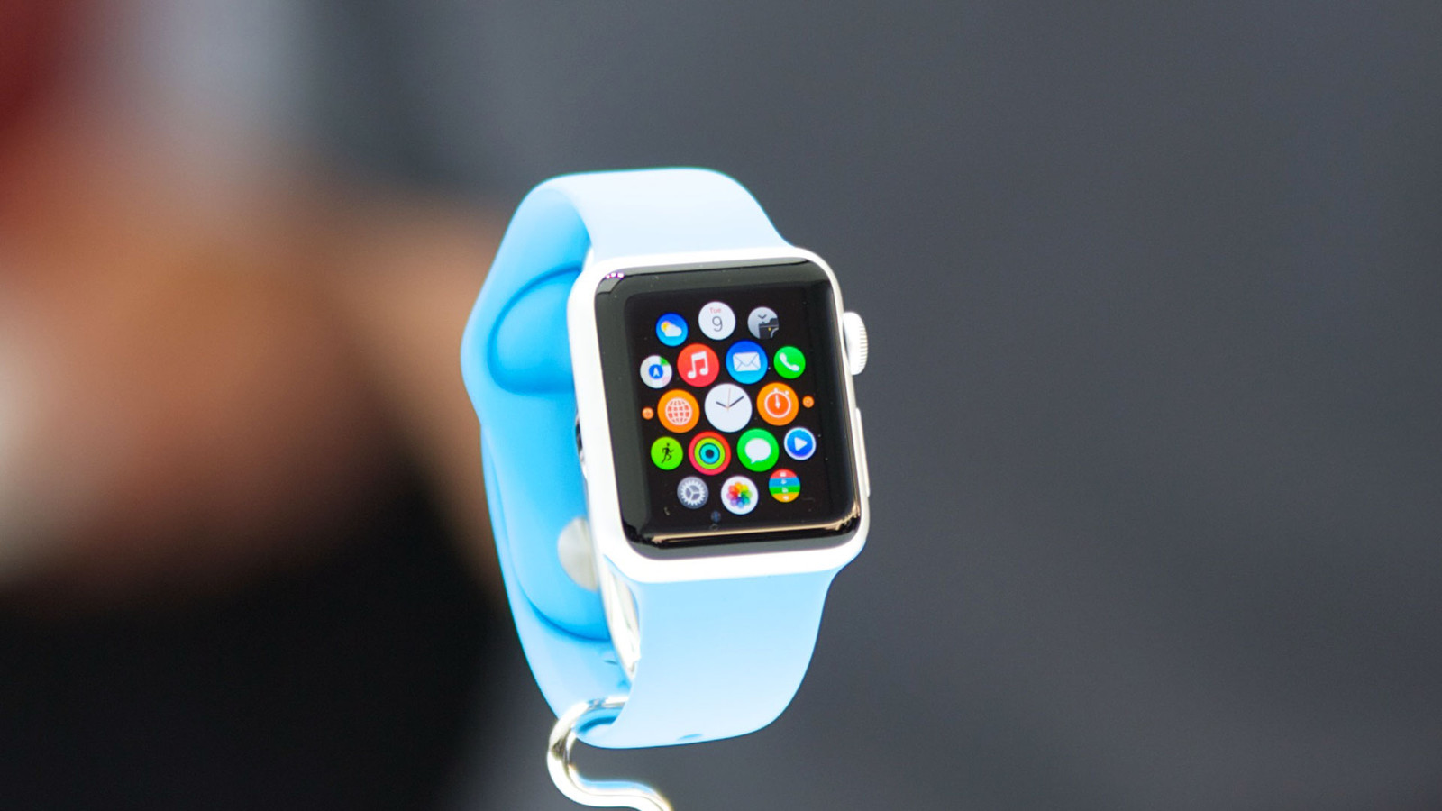 Buy Apple Watch and accessories at steep discounts!