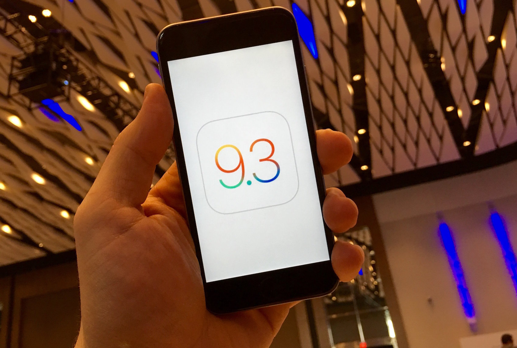 Apple releases iOS 9.3
