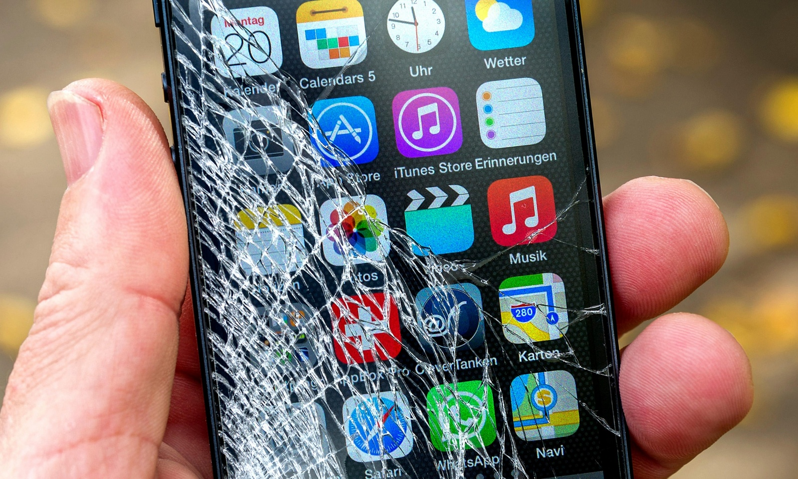 10 barbaric ways to kill your iPhone