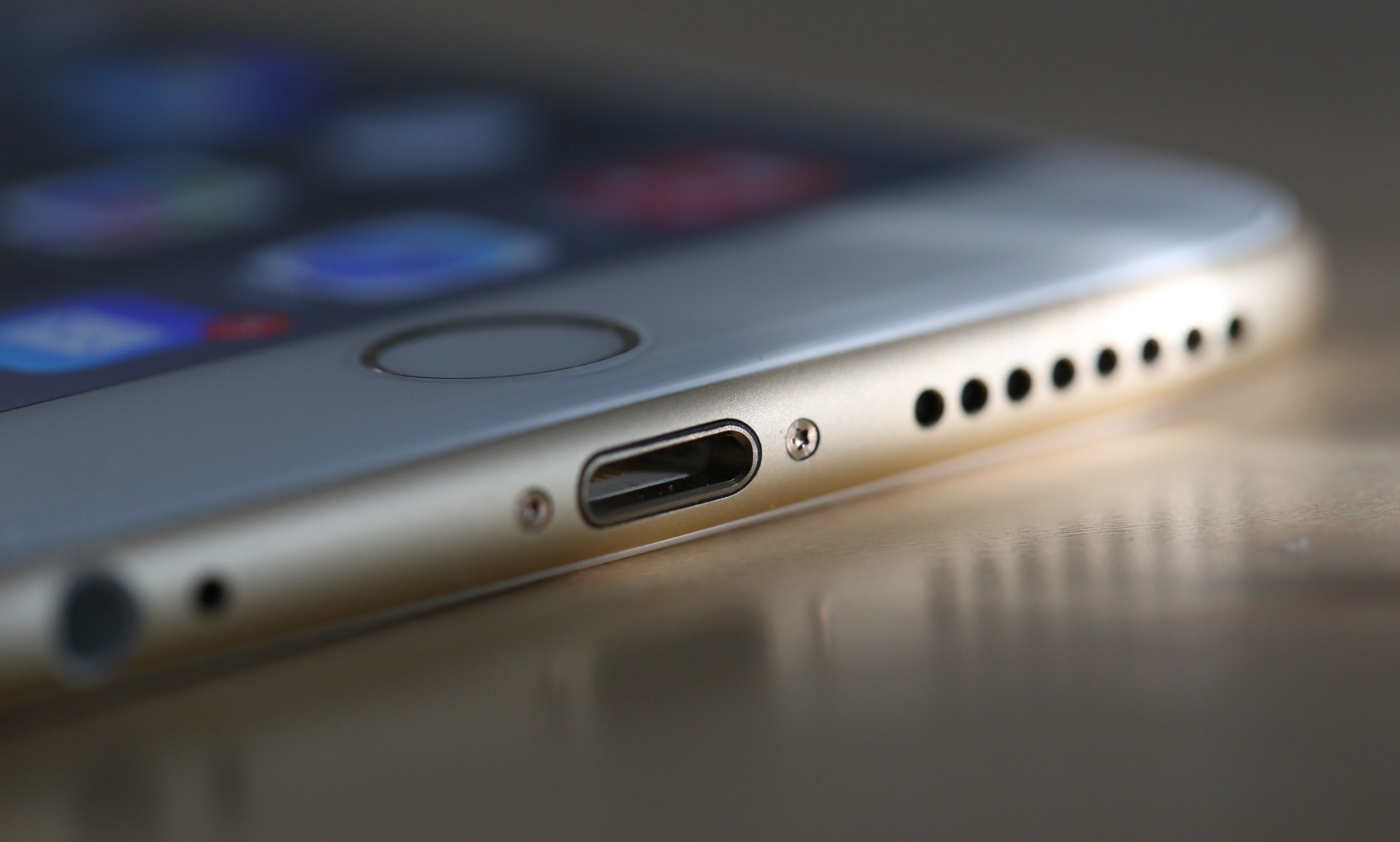Why the audio Jack in the iPhone is close to extinction