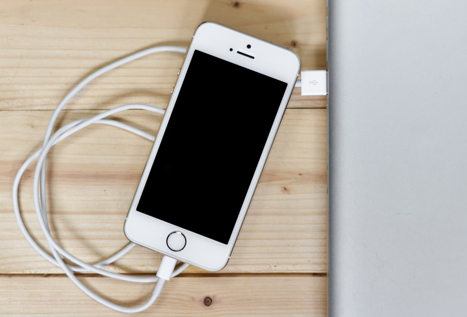 Using iPhone while charging it can be deadly