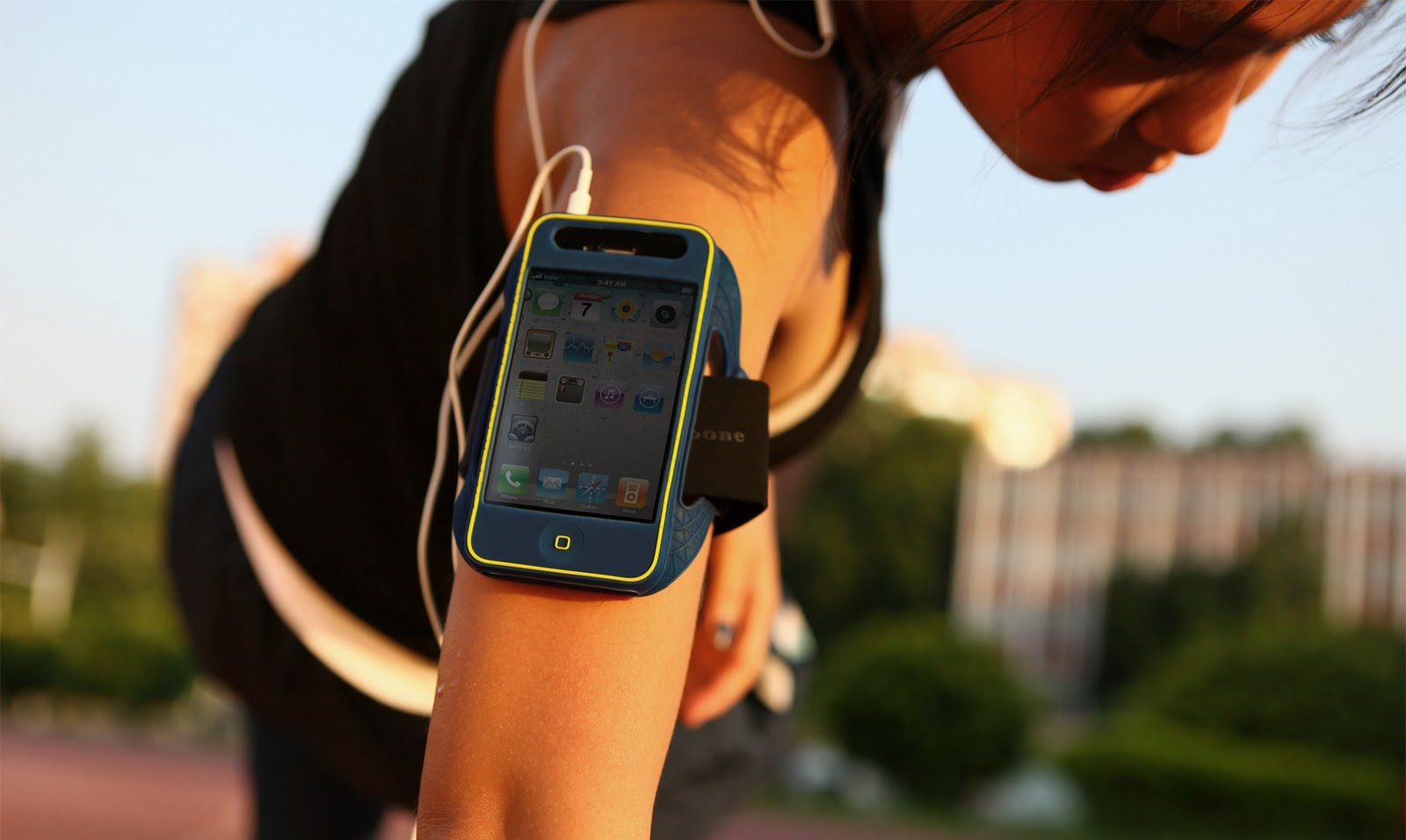 6 cool accessories for sports from iPhone
