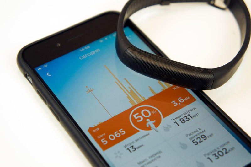 Jawbone suspends production of wearable electronics and trying to sell the business