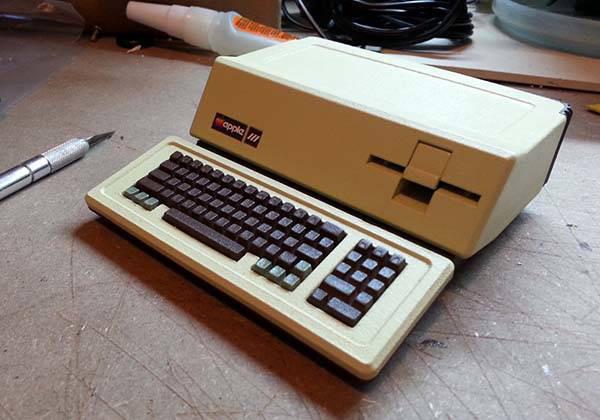 Microcomputer Raspberry Pi turned into a tiny Apple III [video]
