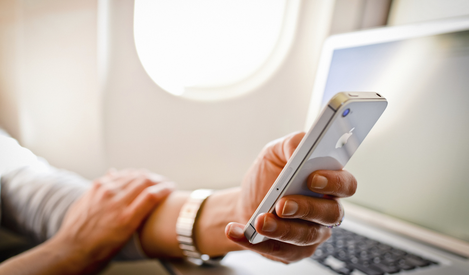How to track flights on your iPhone without third party apps