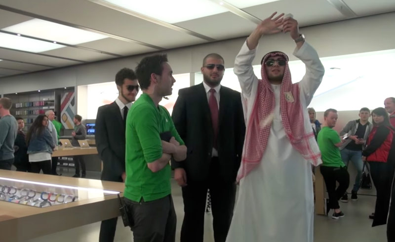 Prancer tried to buy the Apple Store by pretending to be a Prince of Dubai [video]