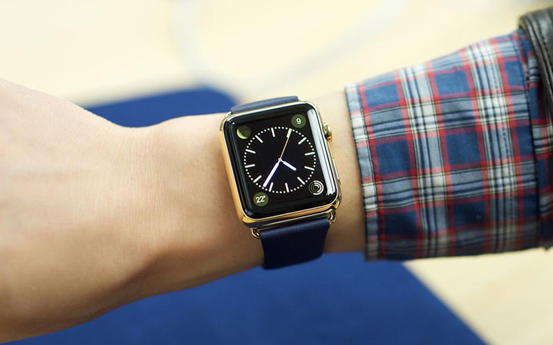 The guards on the exam students are caught in the Apple Watch