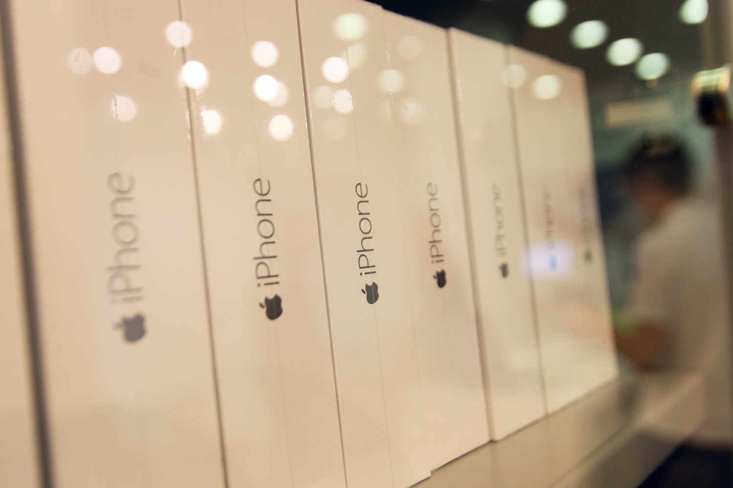 California Institute of technology has sued Apple, accusing it of violating patents for Wi-Fi