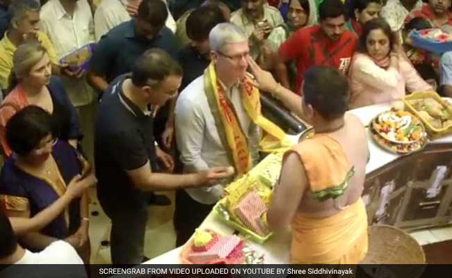 Tim cook started the journey of India with temple visits and business meetings in Mumbai [photos]