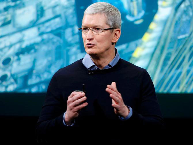 Apple CEO acknowledged that the iPhone was too expensive and promised to lower prices outside the United States