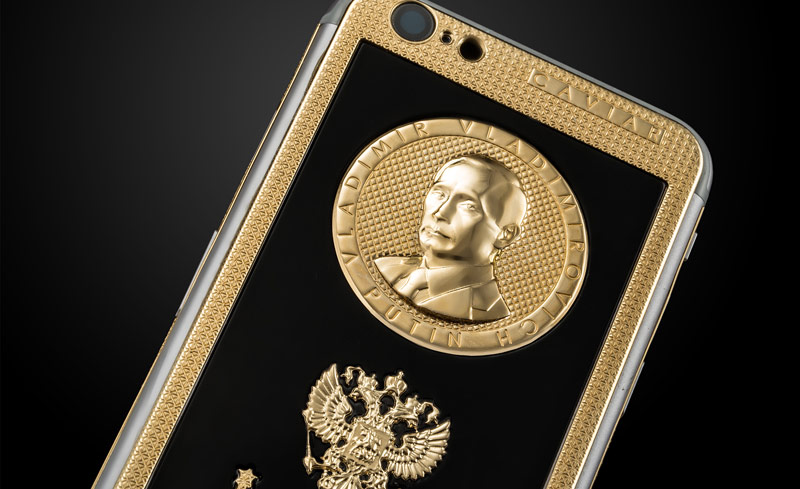 The leader of Rammstein boasted a gold iPhone 6s with the face of Putin and urged to cancel sanctions against Russia