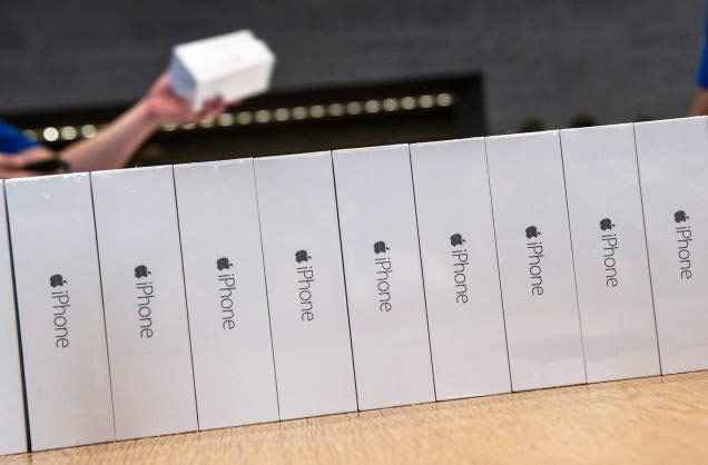 The head of Foxconn reported the first since 2007, the decline in sales of the iPhone
