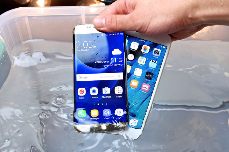 Why Apple does not release a waterproof iPhone