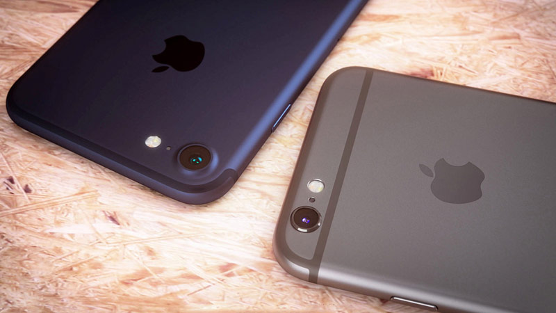 """iPhone 7 and iPhone 7 Plus in the color """"Deep Blue"""" look luxurious"""