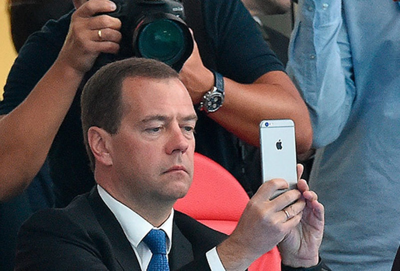 Dmitry Medvedev tested the app Prisma for iPhone