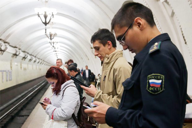 In the Moscow metro every second connects to wifi with iPhone or iPad
