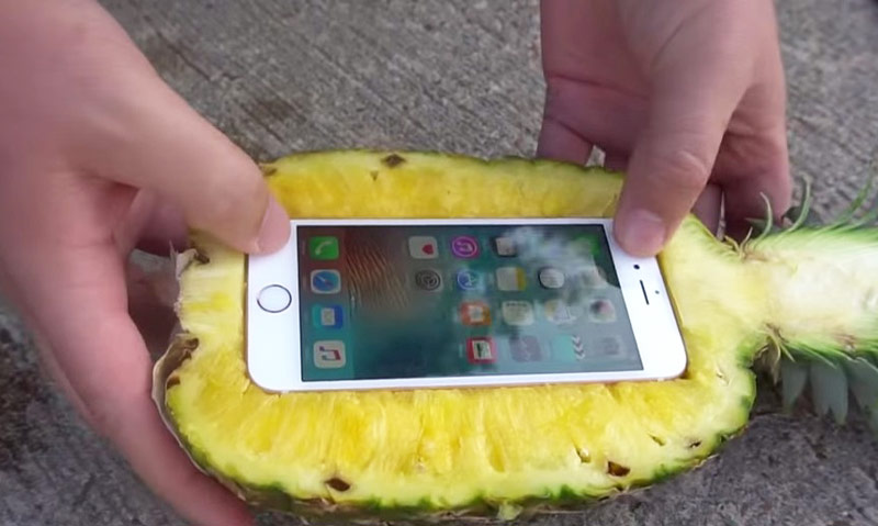The Americans checked, will save the pineapple iPhone 6s in the fall with a 30-meter-high [video]