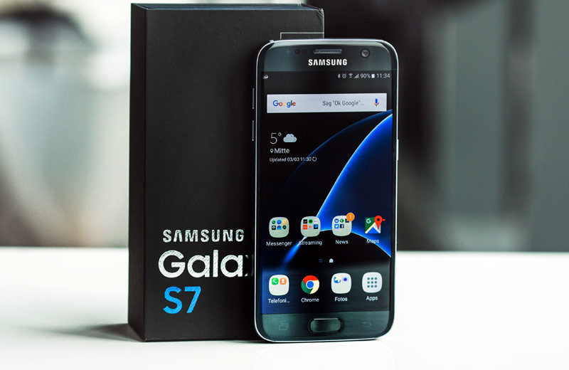 Samsung has decided to copy the strategy of Apple in the smartphone market