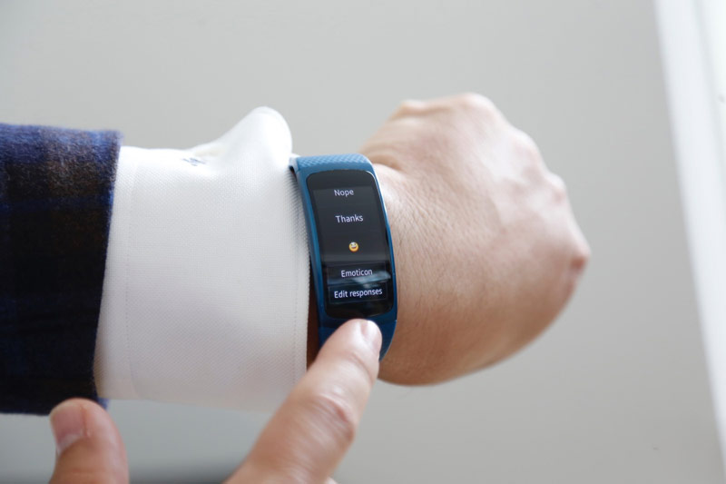 Samsung has announced a smart bracelet Gear Fit, 2 with built-in GPS worth $180