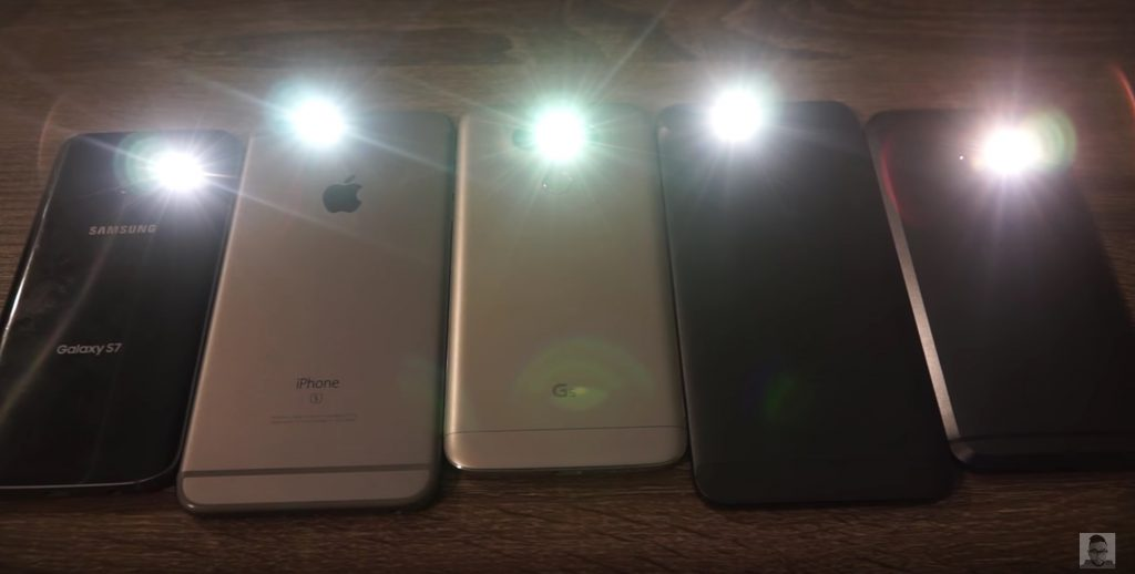 iPhone 6 Plus vs Galaxy S7, Samsung G5 and HTC 10: who is more powerful the flash [video]