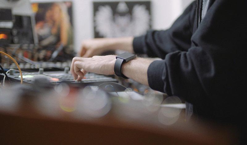 Watch subwoofer Basslet in a few days gathered 150 000 on Kickstarter [video]
