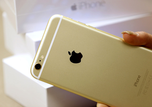 Apple became the leader in sales of smartphones in Russia