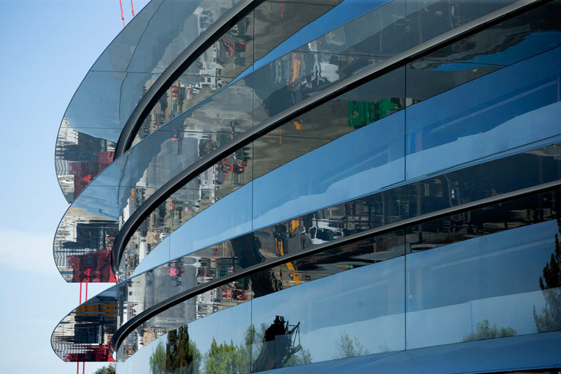 To build a new Apple campus use of 3,000 glass panels, the heaviest weighs more than 3 tons [video]
