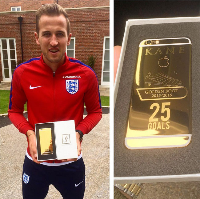 The leader of England's Harry Kane boasted a gold iPhone [photos]