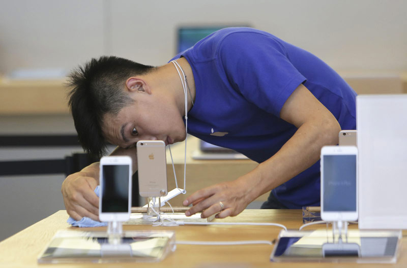 The Chinese have filed a lawsuit against Apple because of the propaganda film 90 years