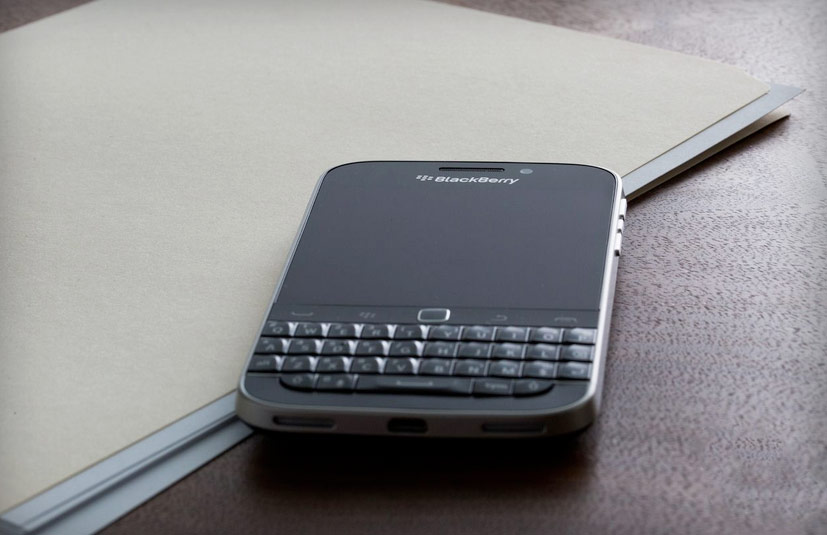 The U.S. Senate has abandoned the Blackberry in favor of iPhone and Android