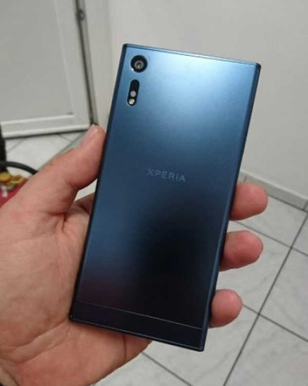 "The new flagship Sony Xperia 2016 appeared ""live"" photo"