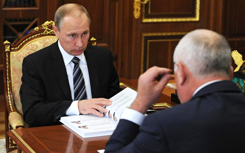 Putin was shown a report of Rostec with the iOS augmented reality app