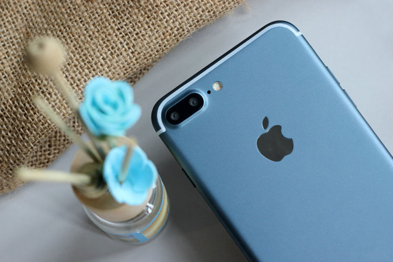 Published the first photos of a running iPhone 7 Plus in a new color: Deep Blue