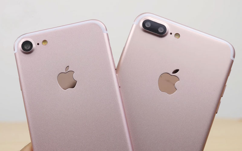 iPhone 7 and iPhone 7 Plus in the color rose gold compared to video in ultra-high resolution
