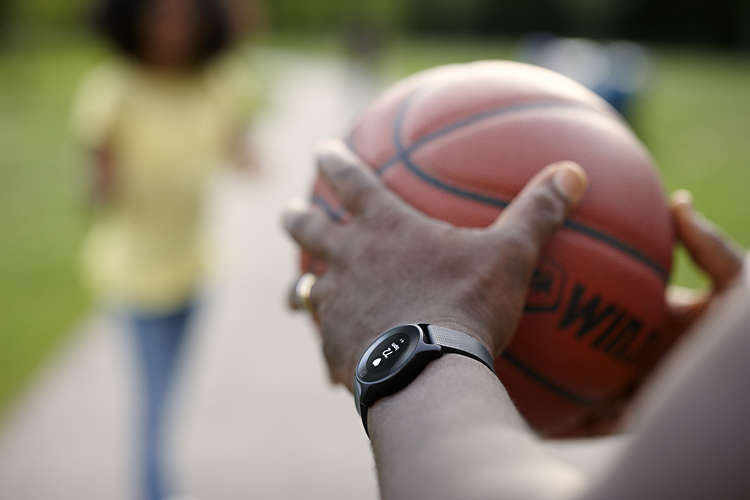 """Phillips introduced """"smart"""" watches Health Watch, which measures heart rate with medical precision"""