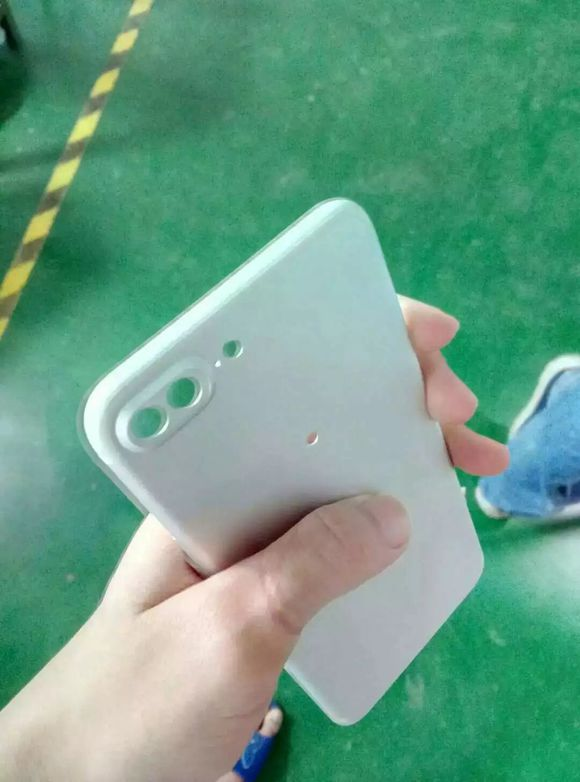 Published photos of aluminum molds used for the production of iPhone 7 Plus