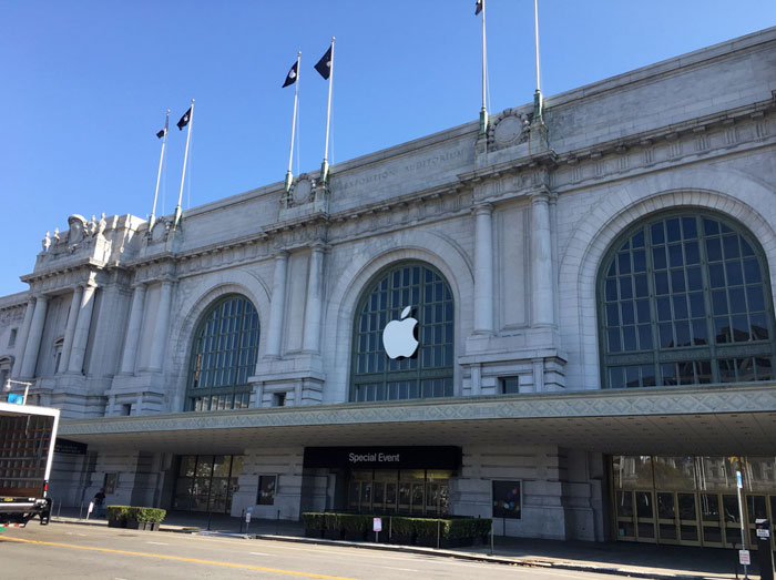 Today Apple will unveil the iPhone 7 and Apple Watch 2
