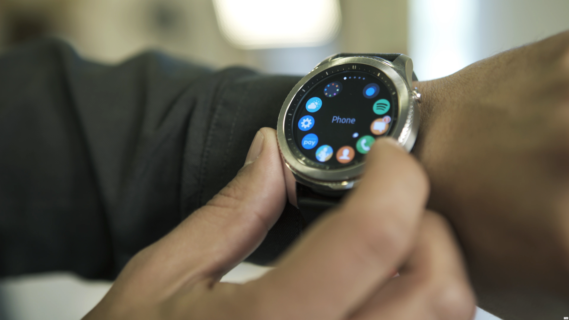 Can Gear S3 from Samsung to compete with Apple Watch 2?