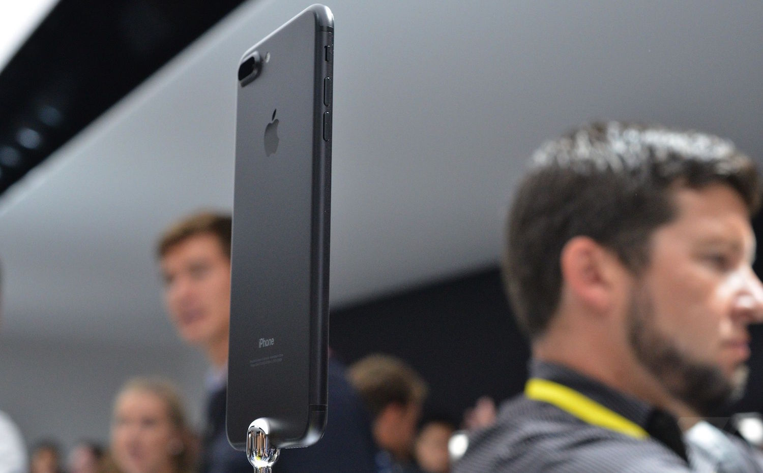 Why Apple won't report on the pre-orders for the iPhone 7