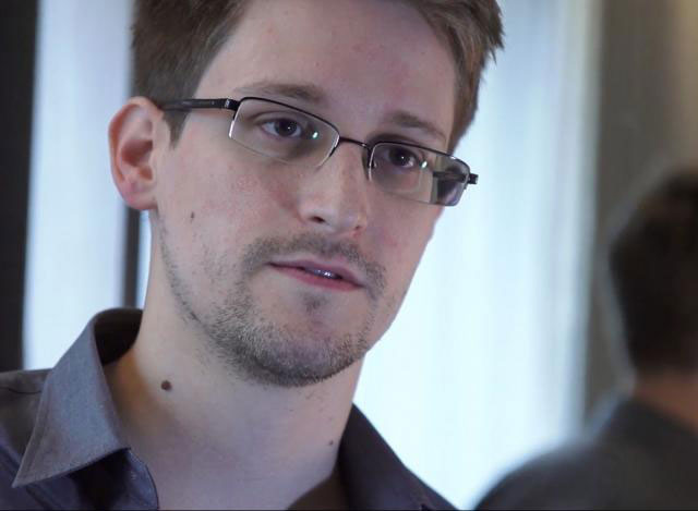 Snowden advised to seal the plaster camera on laptops