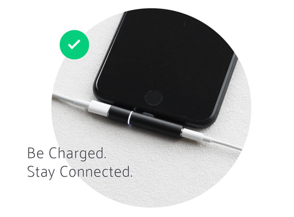Adapter Auxillite – how to simultaneously listen to music and charge your iPhone 7