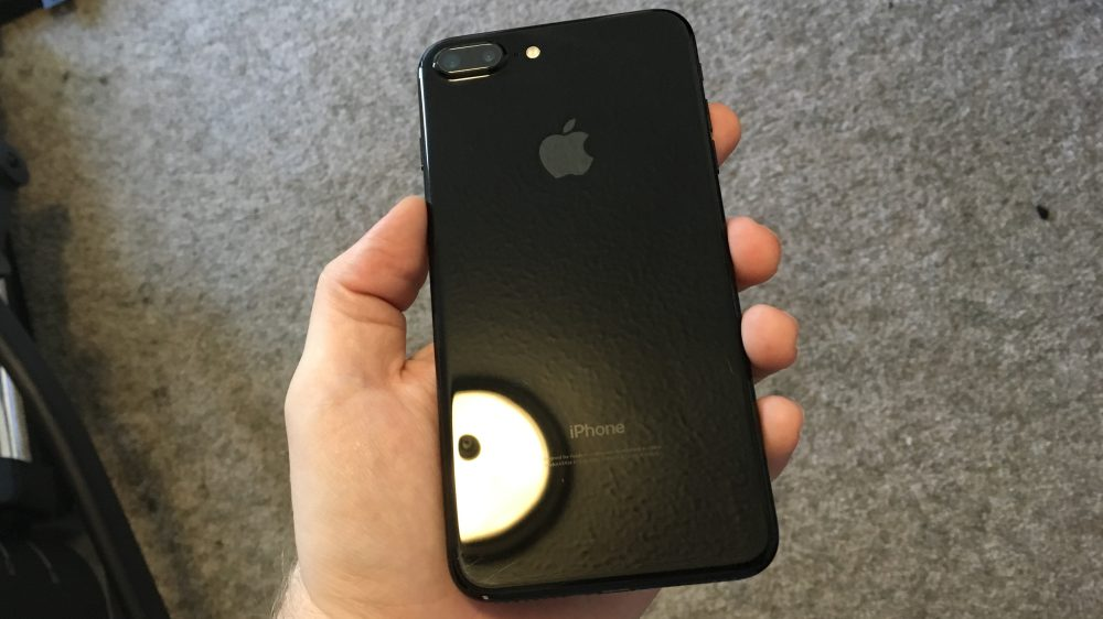 How to look black iPhone 7, which are without a case