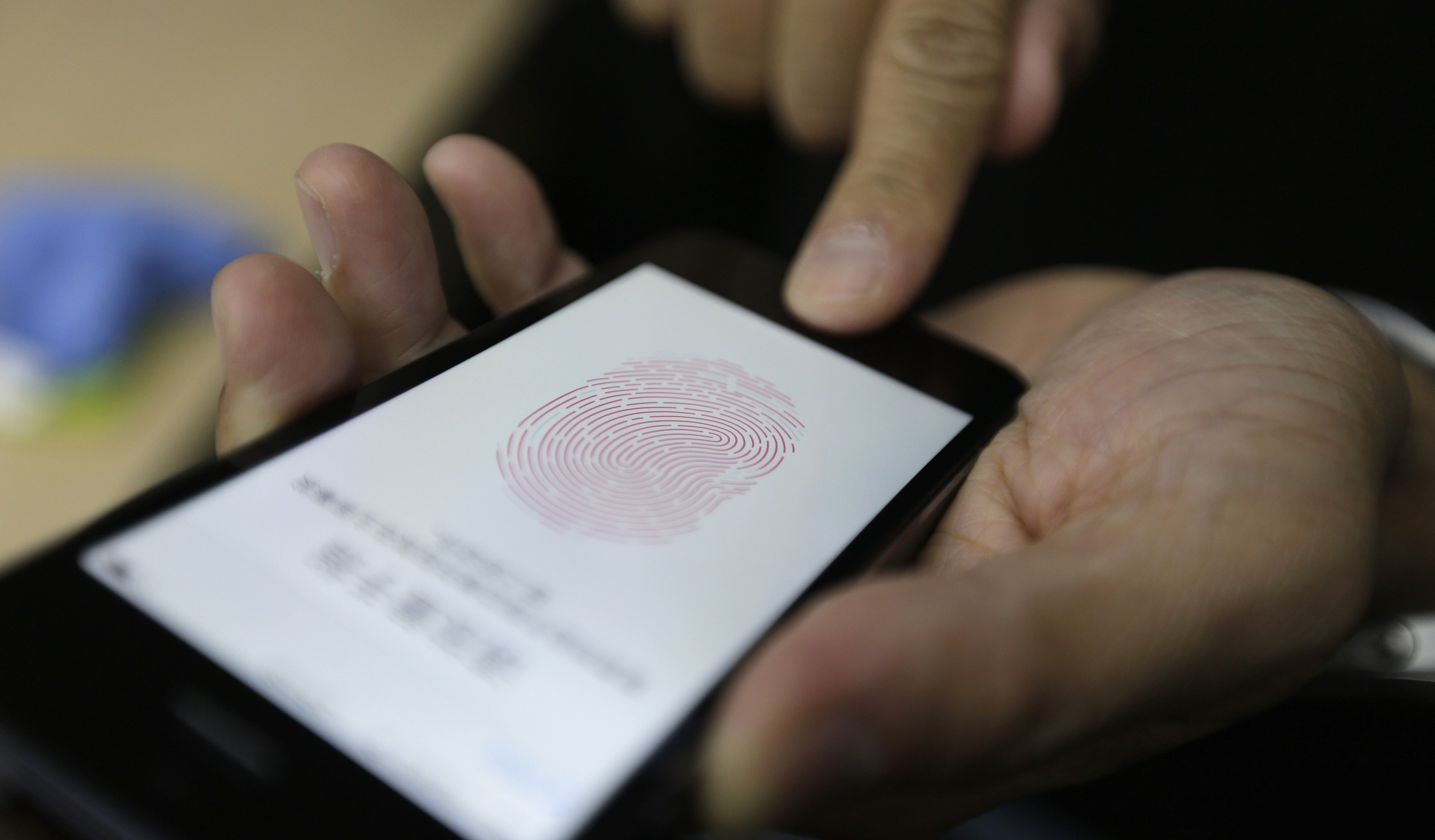 The fingerprint of the finger in the display of the iPhone — is this possible?